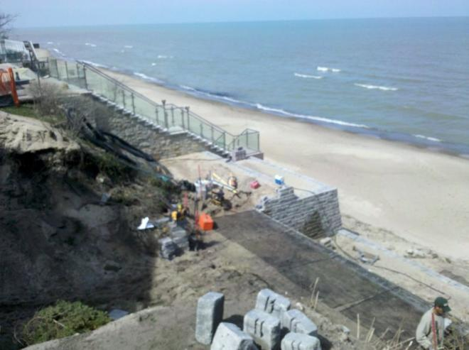 retaining walls for Lack Michigan beachfront property