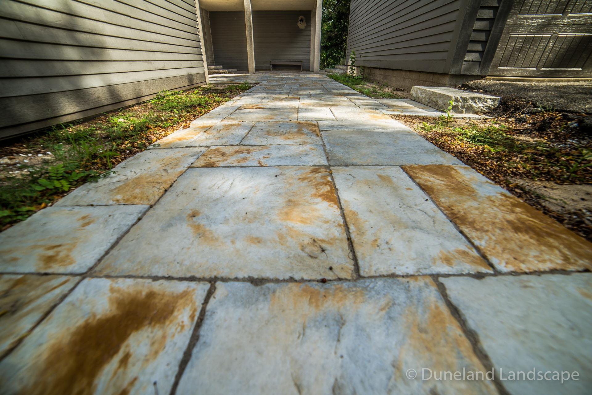 multicolored stone sidewalk pavers