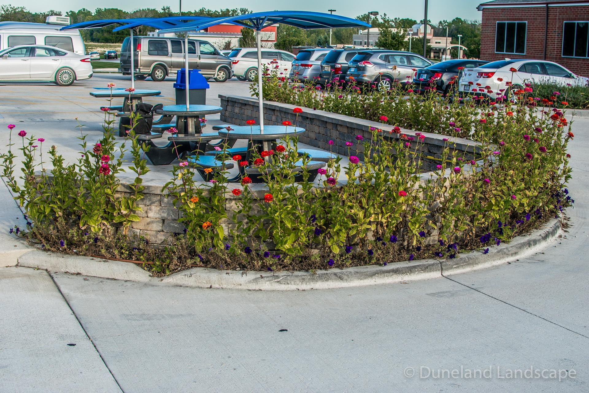 parking lot landscapers