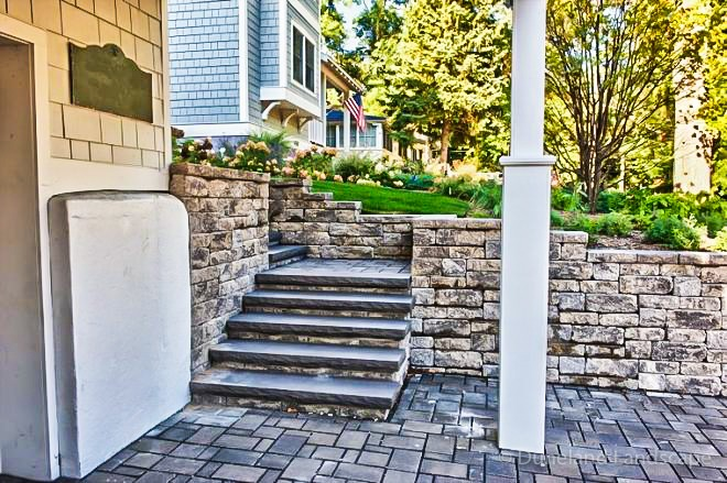 professional landscapers to build retaining wall