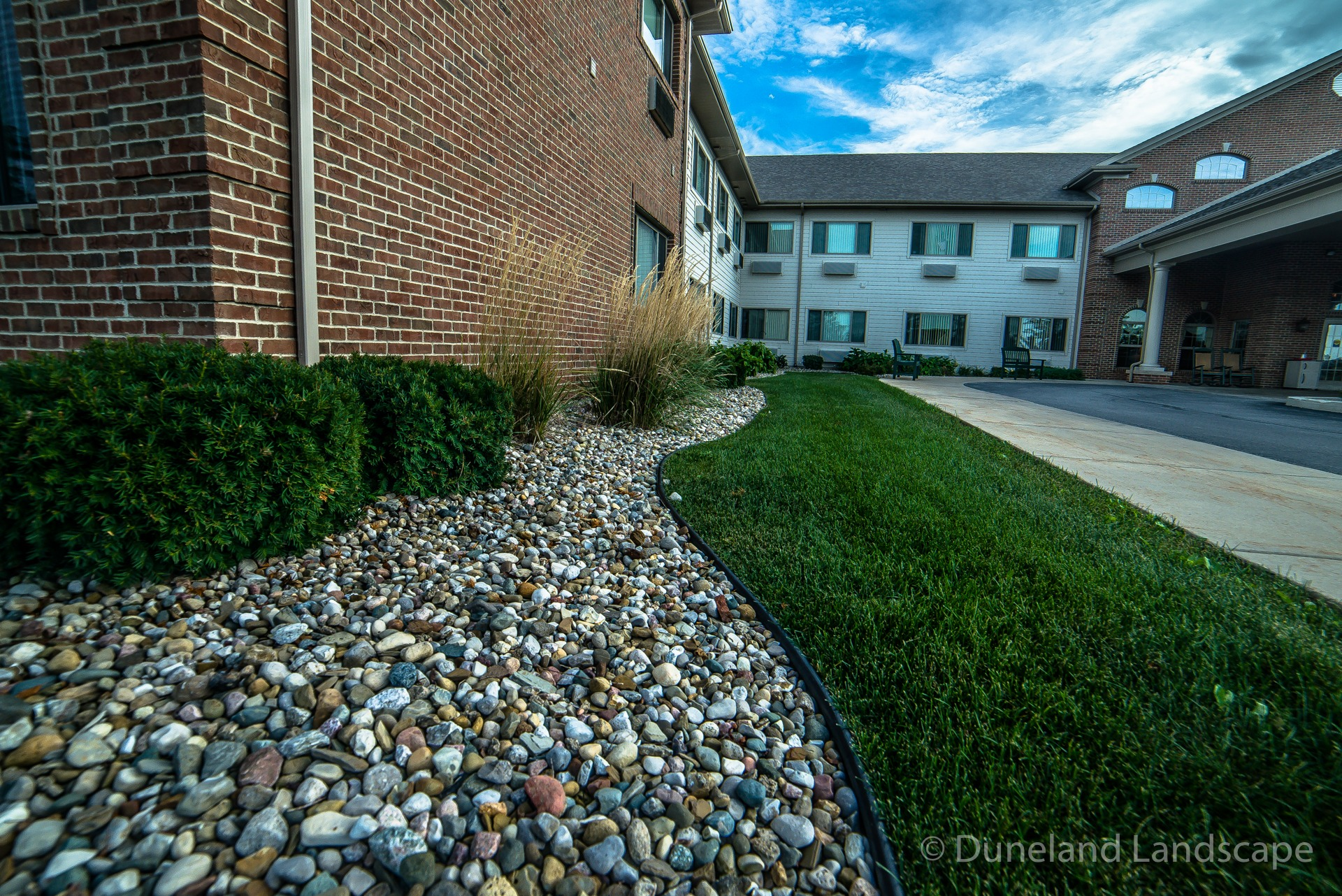 landscaping ideas for apartment complexes