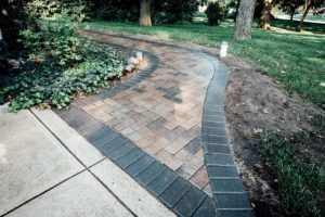Sidewalk pavers with edging